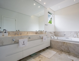 banheira , piso e bancada