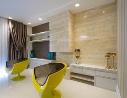 Painel e revestimento da lareira  em Travertino Navona - Arquiteto Fabricio Vieira