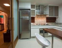 Bancada de cozinha em Granito Branco Talpe( Arq. Monike Junkes)